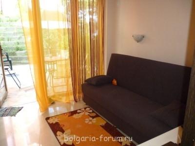 Сдается небольшой апартамент в Созополь 2 мал.комнаты  - гостиная.JPG