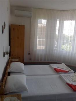 Лето в Болгарии.Сдам апартаменты и комнаты в г.Поморие первая линия - 020620121168 (Small).jpg