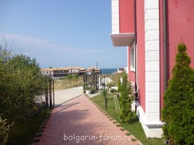 Сдается небольшой апартамент в Созополь 2 мал.комнаты  - выход из комплекса_море.JPG
