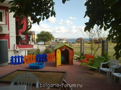 Сдается небольшой апартамент в Созополь 2 мал.комнаты  - детский уголок.jpg
